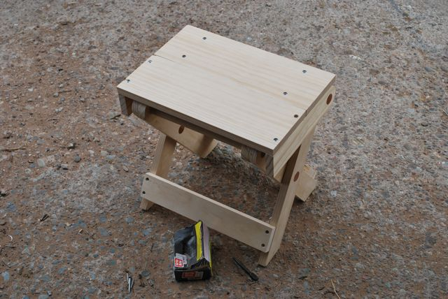 Folding stools and table preindustrial craftsmanship for Folding table woodworking plans