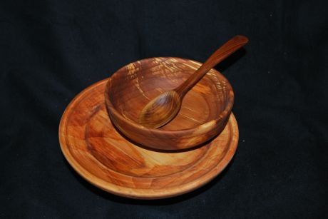 Treadle lathe turned bowl and plate made by Mick Robins in spaleted alder (I think). The spoon is Osage orange carved by me.