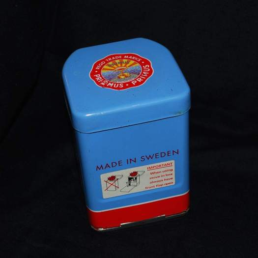 This beautiful stove pcks down in this nice little tin box.