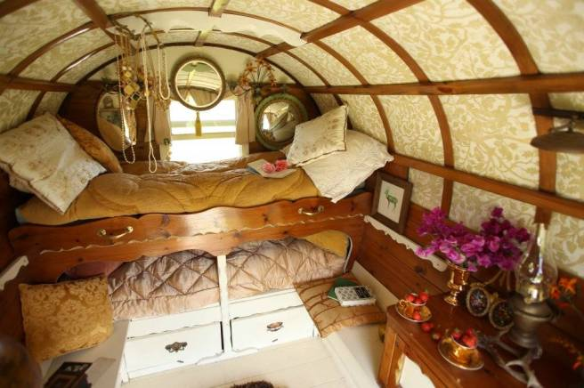 A Beautiful bowtop intereor for rent.