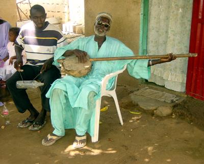 Manjak bunchundo master Francis Mendy. Banjul, Gambia, 2004 (Photo by Ulf Jägfors).