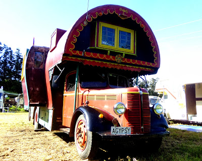 rob-jill-romain-1951-bedford-housetruck-maid-of-dreams-the-star-of-the-2013-bedford-new-zealand-rally-at-bedford-heaven-near-thames-theflyingtortoise-002