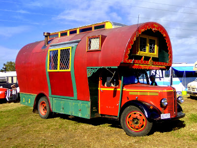 rob-jill-romain-1951-bedford-housetruck-maid-of-dreams-the-star-of-the-2013-bedford-new-zealand-rally-at-bedford-heaven-near-thames-theflyingtortoise