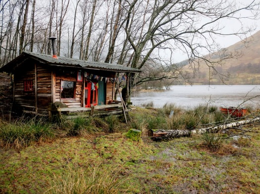 kentgriswold's-tinyhouseblog-cabin-at-loch-voil-in-the-scottish-highlands-a-simply-beautiful-idyllic-place-to-be-photo-by-alex-von-der-assen-theflyingtortoise